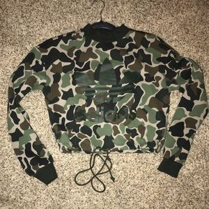 BNWOT Adidas Camo sweater Crop Top 💚🖤